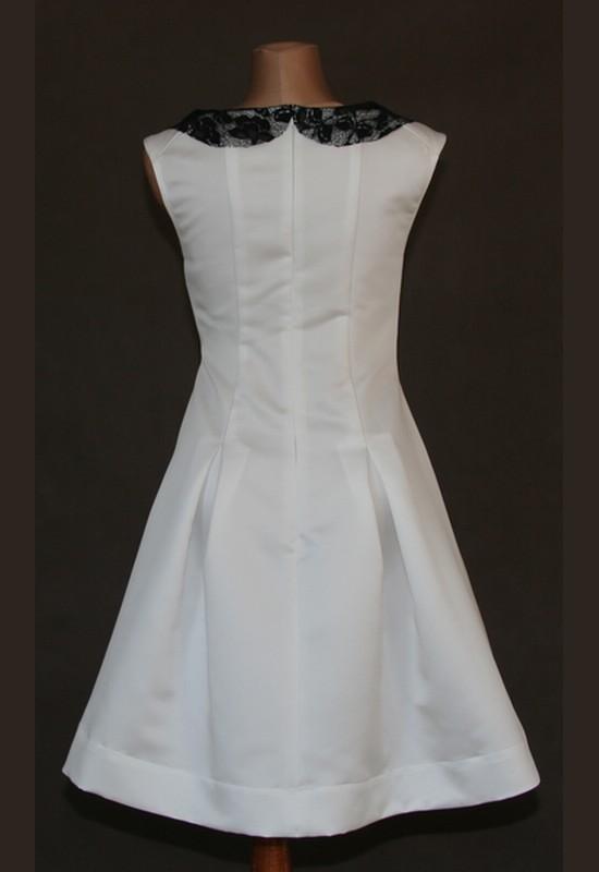c9e38eec9b Biała sukienka z czarnym kołnierzykiem – Manufaktura odzieżowa